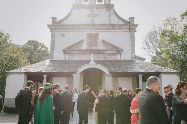 Sandra y José Ángel se casaron en Asturias, lugar de origen de la novia. La ceremonia se celebró en la ermita de La Braña.