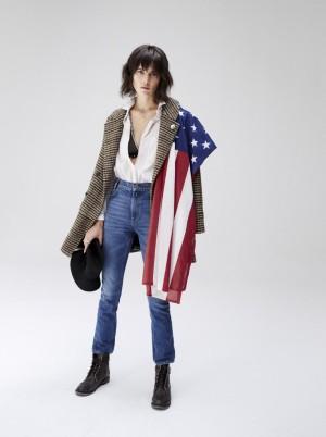 Modelo con bandera de Estados Unidos fotografiada por TELVA.