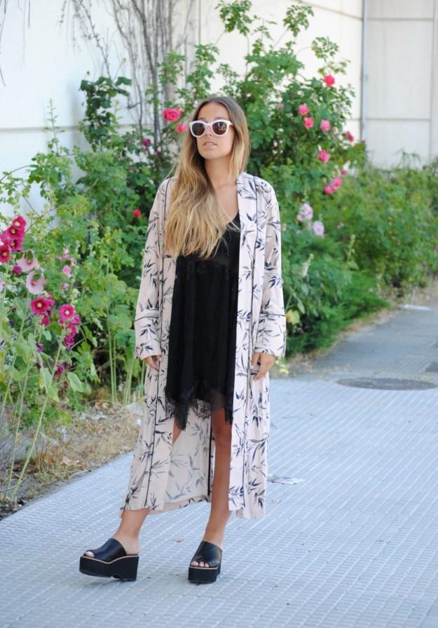 Claudia Villanueva, autora del blog Trendencies, protagonista del look del día con su outfit lencero.