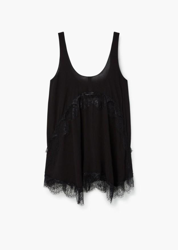 Vestido negro de estilo lencero con encaje. 12,99 euros.