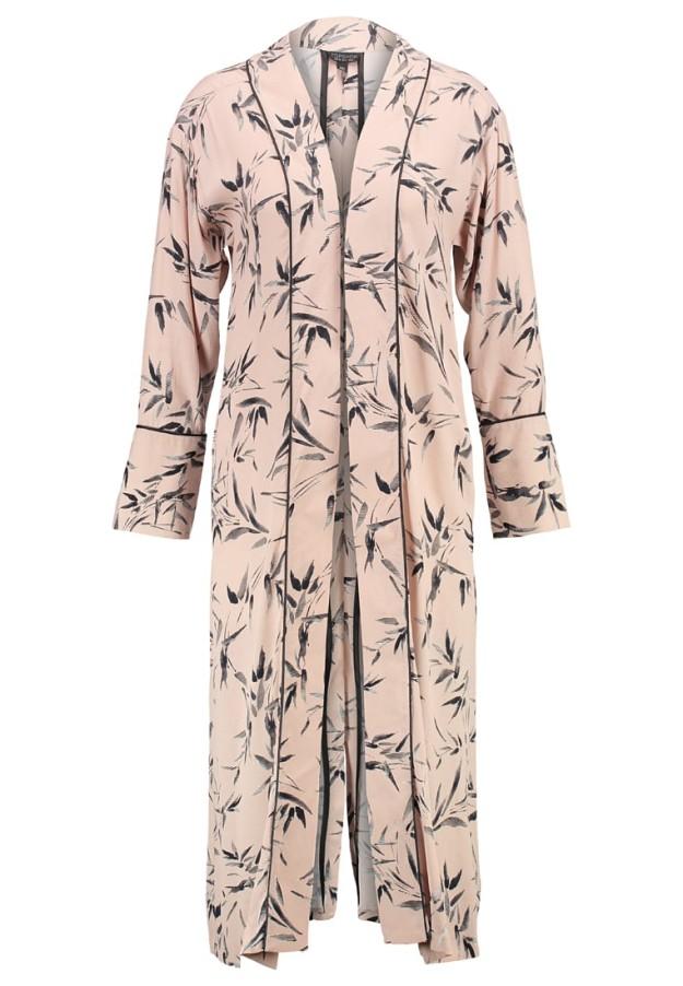 Kimono estilo japonés rosa estampado. 71,95 euros.