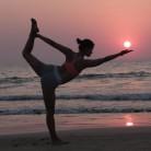 ¿Qué beneficios tiene practicar yoga en la playa?