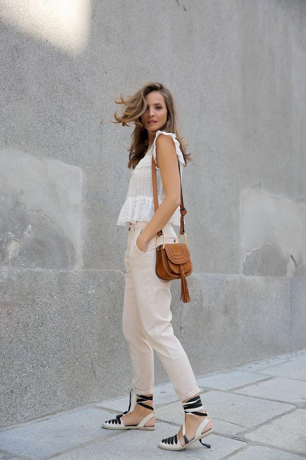 La blogger Lady Addict luce un outfit con espardeñas.