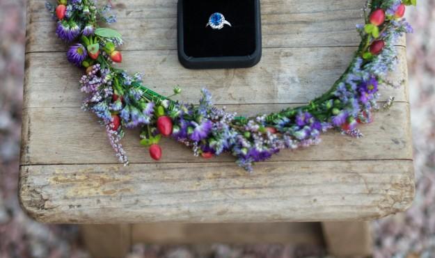 Como joyas, la novia llevó su anillo de pedida y una pulsera antigua de su abuela, que Leticia convirtió en diadema.