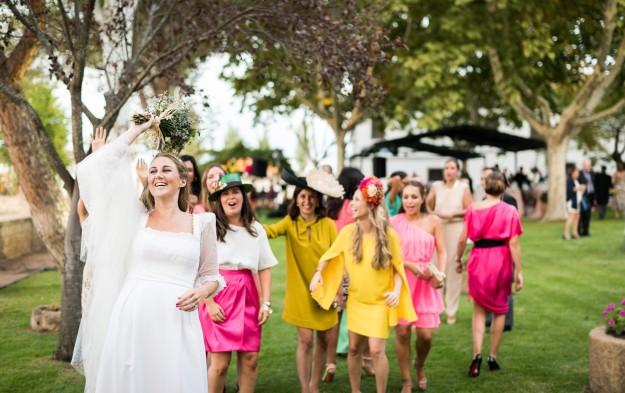 Tanto el ramo de la novia como la decoración floral fue obra de la floristería Búcaro.