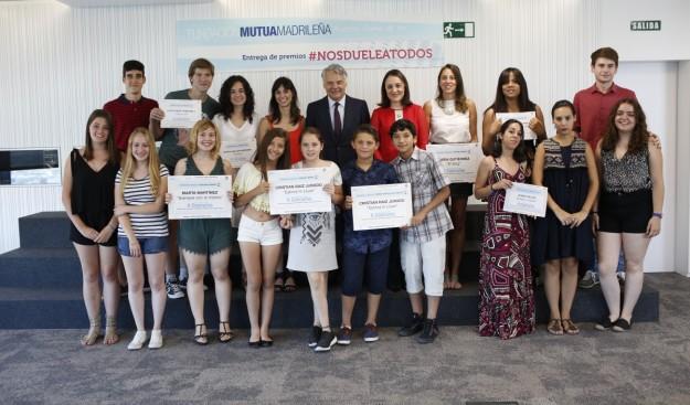 Ignacio Garralda, de Mutua Madrileña, y Blanca Hernández, delegada del Gobierno para la Violencia de Género, este martes con los premiados.