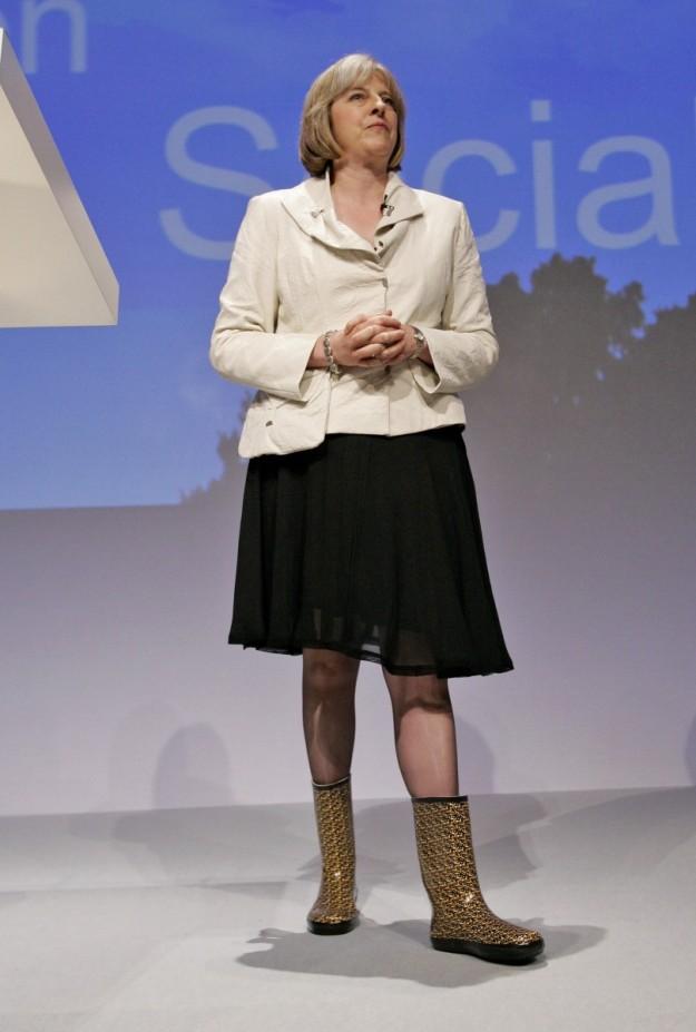 Theresa Mai con botas de agua