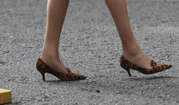 Theresa May con sus zapatos animal print