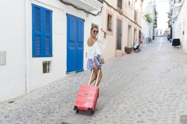 Te traemos 4 maletas para 4 tipo de viajeras: la planificadora, la gourmet, la social y la adicta a las compras. Guías de viaje, bañadores, bolsos... ¡Si eres alguna de ellas no te puedes perder este shopping!