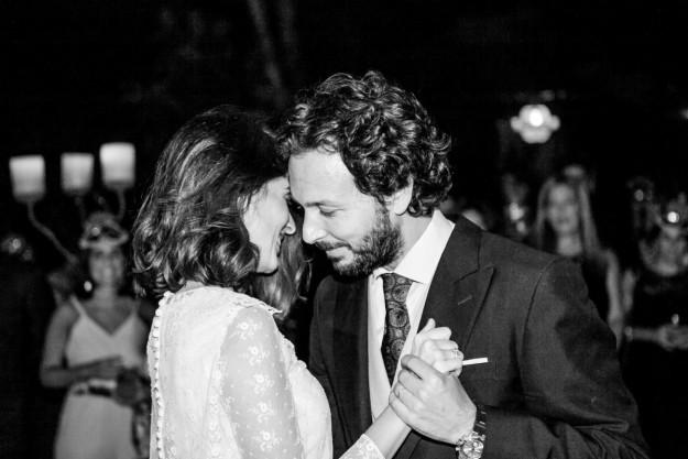 Los novios abrieron el baile con la canción Quiero casarte conmigo, de Carlos Vives. Un tema que a David y a María les traía muchos recuerdos de sus noches en Perú.