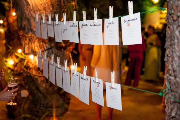 Los novios optaron por una fiesta nocturna, con el jardín lleno de velas, y algunos toques peruanos en la decoración.