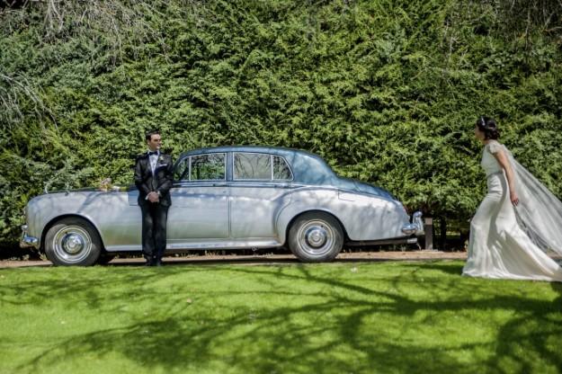 La novia llegó al lugar en un Rolls Royce Silver Cloud III