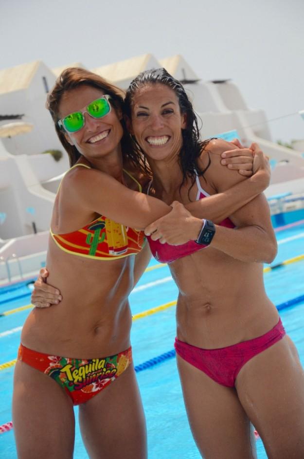 Gema Marcos con la triatleta Delioma González