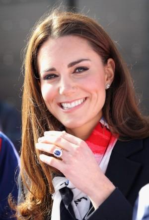 El anillo de Diana que el príncipe Guillermo le entregó a Kate Middleton.