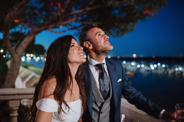 Jorge sorprendió a Rebeca con un detalle de lo más romántico: fuegos artificiales en plena orilla, que se reflejaban en el agua.