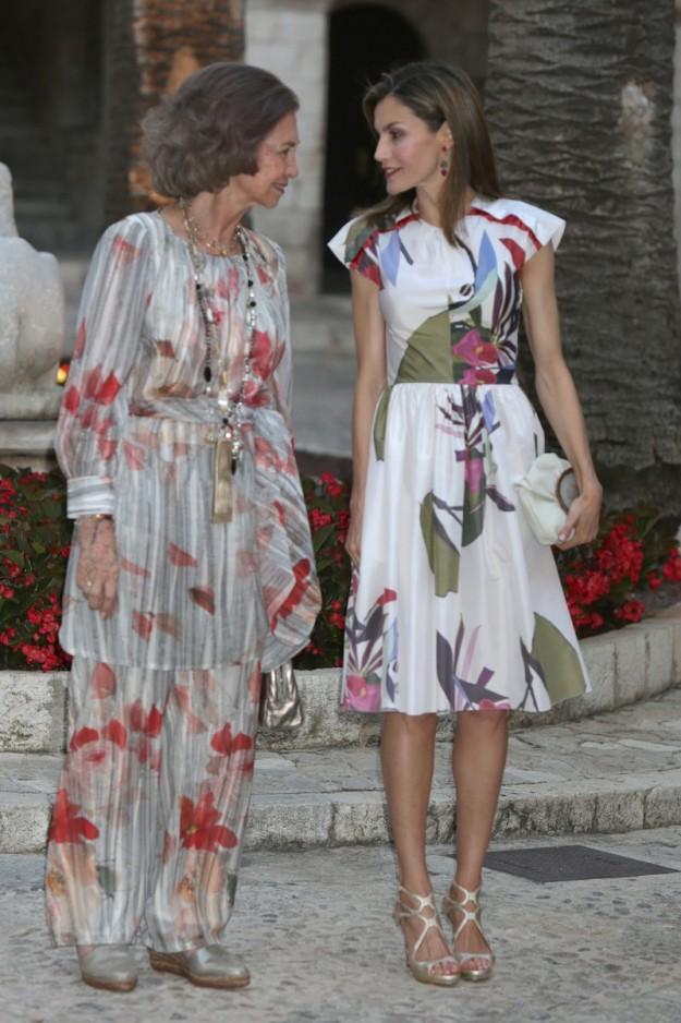 La reina Letizia y doña Sofía durante la recepción en el Palacio de La Almudaina.
