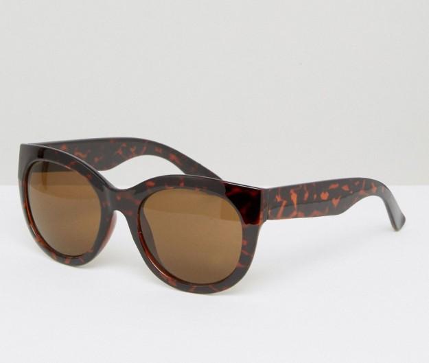 Gafas de sol en tonos carey. De Monki vía Asos, 8,49 euros.