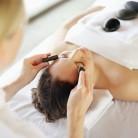 Reduce bolsas de los ojos con este masaje drenante