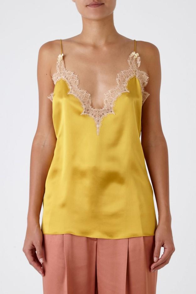 Top lencero de seda con detalles de encaje. De Gucci vía Ekseption, 590,00 euros.
