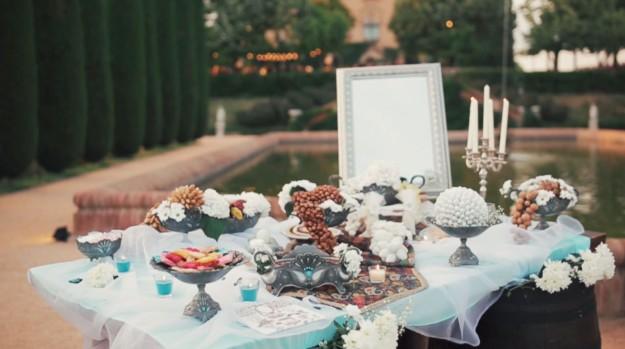 Uno de los detalles más originales del enlace fue la mesa sorfreh, una mesa decorativa tradicional iraní.