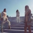 Kanye Westy el clan Kardashian nos dejan boquiabiertas con su (peculiar) desfile de moda