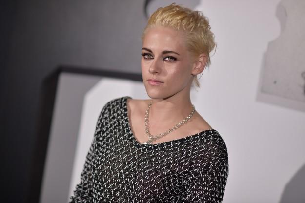 Kristen Stewart se une a la moda de llevar el pelo rubio platino