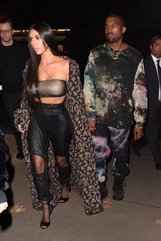 Kim Kardashian con otro de sus looks arriesgados.