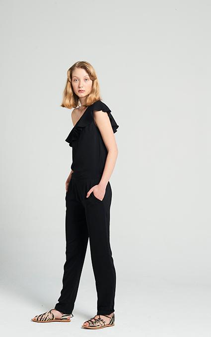 Jumpsuit negro asimétrico