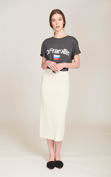 Falda midi y camiseta sport