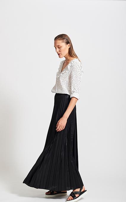 Las faldas plisadas siguen de moda
