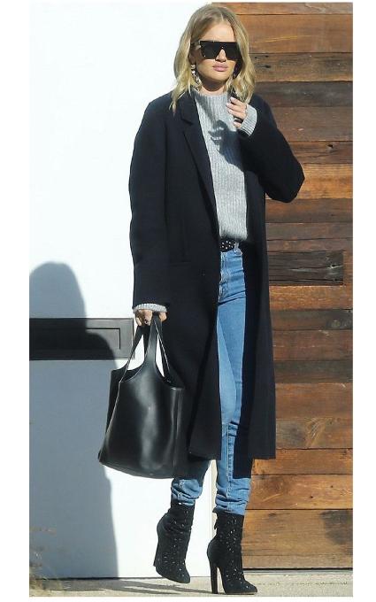 Jeans y maxi abrigo.