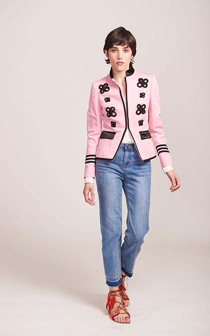 Blazer rosa y jeans