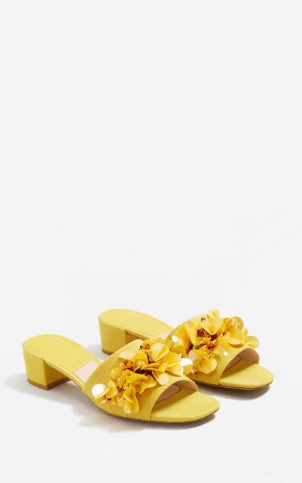 Sandalias apliques amarillas